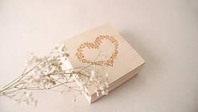 - Drevená krabička na obrúčky personalizovaná - 9455631_
