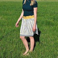 Sukne - Prúžkovaná sukňa so žltým pásom - 9462334_