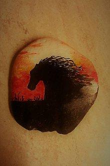 Dekorácie - maľovaný kameň - Cválajúci kôň - 9461682_