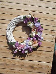 Dekorácie - Kvetinový veniec Lila - 9464939_