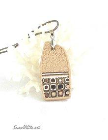 Náhrdelníky - Béžový prívesok (tvar 1) - 9464055_
