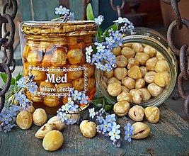 Potraviny - Med a lískové ořechy - 9462795_