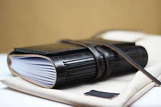 Papiernictvo - Kožený zápisník NERO A5 s vnútorným vreckom - 9467240_