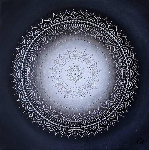 KVET ŠŤASTIA BIELY (silver) 40 x 40