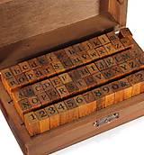 Pomôcky/Nástroje - PE103 Krabička s pečiatkami (čísla + písmená) - 9468360_