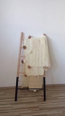 Úžitkový textil - Háčkovaná deka s brmbolcami - 9469481_