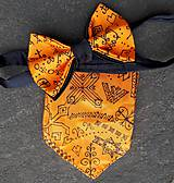 Doplnky - Čičmany modern folk- hodvábna sada motýlika a vreckovky - 9470999_