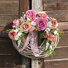 Dekorácie - Veniec na dvere s ružami - 9472445_