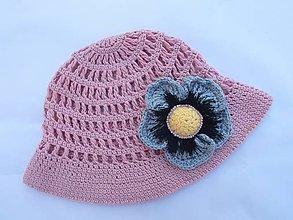 Detské čiapky - Ružový hačkovaný klobúčik s kvietkom - 9473567_