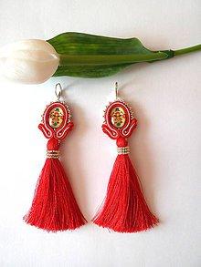 Náušnice - Červené šujtášové náušnice so skleneným folklórnym kabošónom - 9474173_