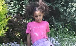 Tričká - Ružové batikované detské srdiečko - 9476714_