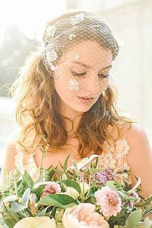 Ozdoby do vlasov - Svadobný závoj s kvetmi #301 - 9474637_