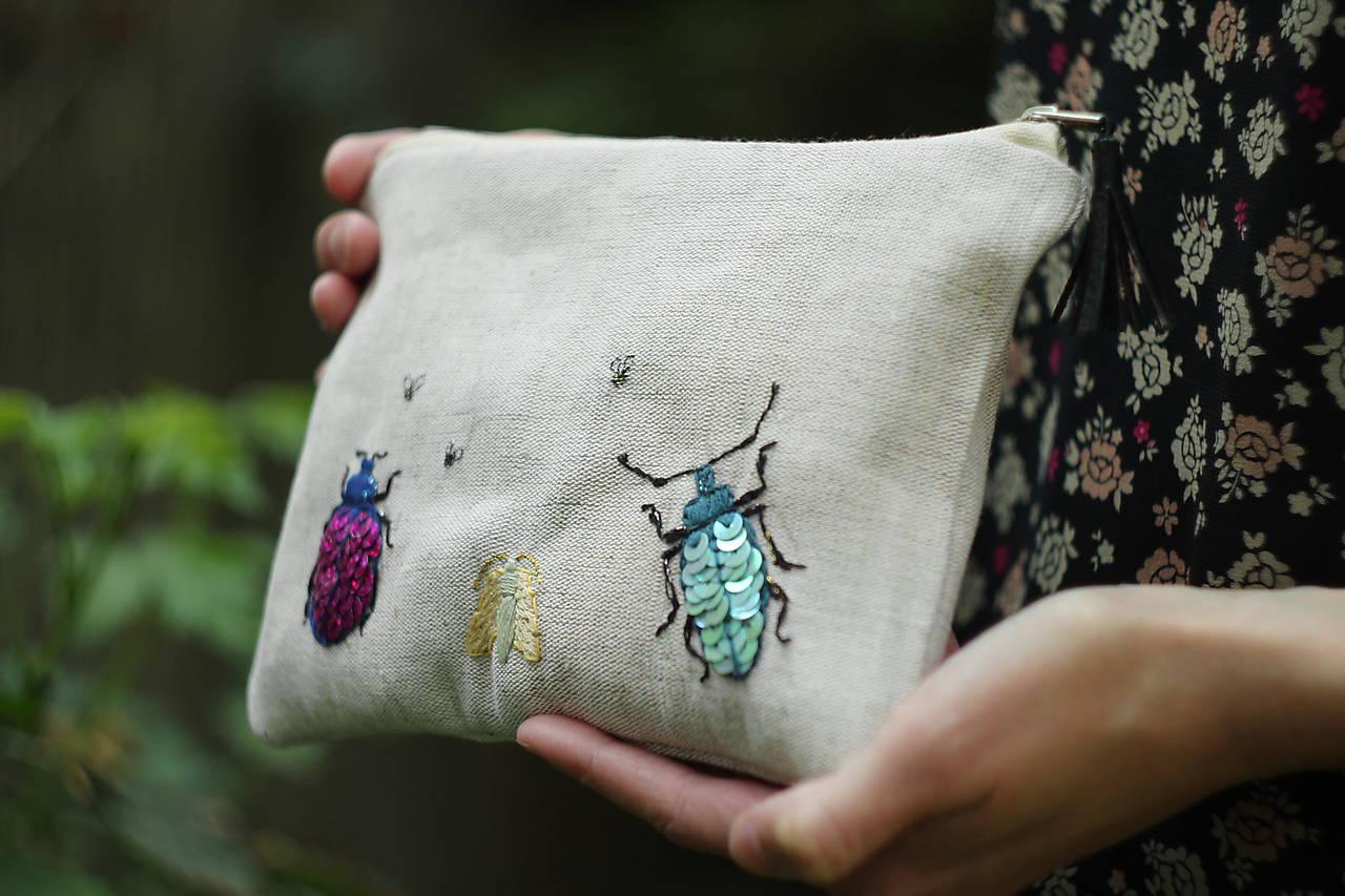 Ľanová taštička | vyšívané chrobáčiky