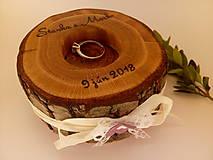 Darčeky pre svadobčanov - Drevená podložka pod prstene - vypaľovaná - 9481735_