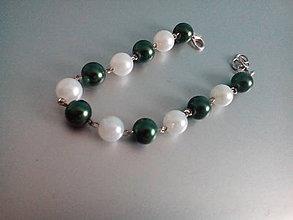 Náramky - náramok zeleno biely perlový na zapínanie - 9485963_
