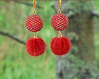 Náušnice - Visiace náušnice s obšívanou guličkou, červené - 9488305_