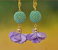 Náušnice - Visiace náušnice s obšívanou guličkou, zeleno-fialové - 9488411_