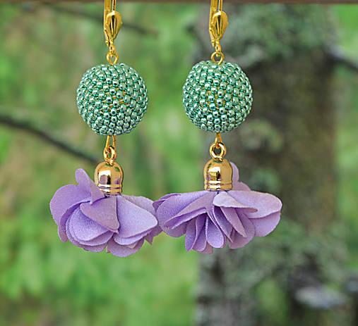 Visiace náušnice s obšívanou guličkou, zeleno-fialové