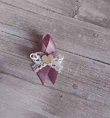 Pierka - staroružové pierka rôzne druhy a rôzne ceny (s paličkovanou čipkou a dreveným srdiečkom) - 9491282_