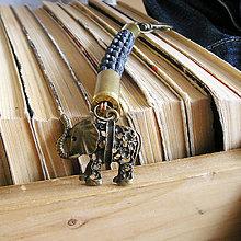 Doplnky - karabína s nábojnicami a príveskom Slon - 9490902_