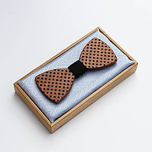 Doplnky - Drevený motýlik CLASSIC - mahagon puntíky - 9494199_