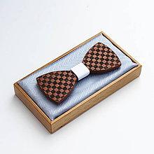 Doplnky - Drevený motýlik CLASSIC - mahagon šach - 9494210_
