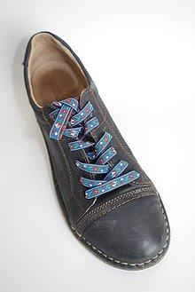 Obuv - Šnúrky do topánok - vzor FOLK (Tmavo modrá, bielo modré srdiečka, š. 6 mm, dĺžka 120-150 cm) - 9492116_