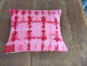 Úžitkový textil - Červený batikovaný vankúš - 9498291_
