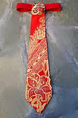 Iné doplnky - Madam Red-hodvábna maľovaná a vyšívaná dámska kravata - 9503047_