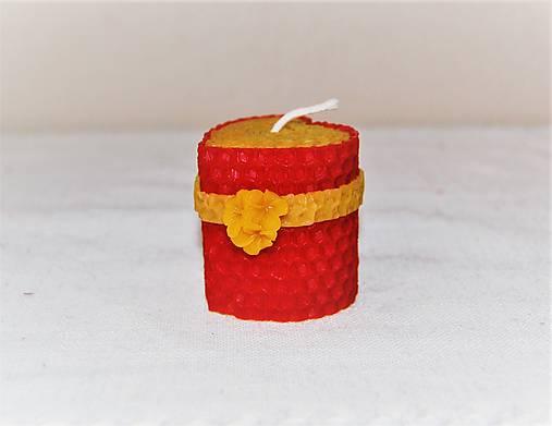 Srdiečková sviečka s kvetinkou v krabičke (s čerešňovým kvetom)