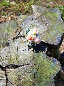 Prstene - Prsteň broskyňovej farby s bielymi perličkami - 9503038_