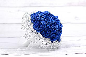 Kytice pre nevestu - Saténová kytica svadobná modrá ruže - 9501023_
