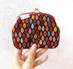 Peňaženky - Peňaženka XL Lístky na hnedej - 9501483_