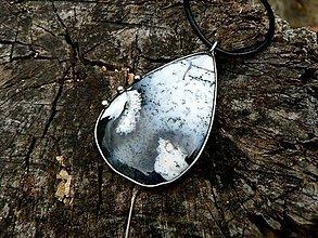 Náhrdelníky - Prívesok s Dendritickým opálom (Merlinit) - 9505821_