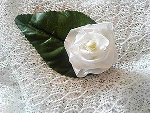 Odznaky/Brošne - brošňa ruža s listom - 9504309_