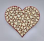 Drevené srdce (srdiečko na červenom podklade)
