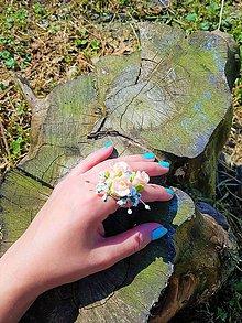Prstene - Prsteň v marhuľkovej farbe s bielymi perličkami - 9504388_
