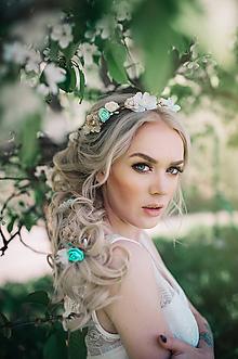 Ozdoby do vlasov - Mentolovo zlatý kvetinový pletenec - 9503229_