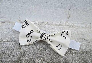 Detské doplnky - Detský motýlik smotanový s notami - 9504143_