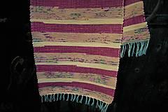 - Tkaný koberec maslovo-tmavostaroružový - 9505704_