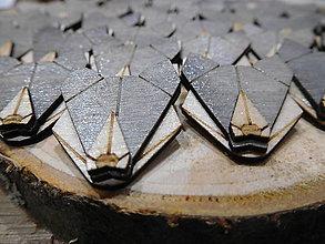Odznaky/Brošne - drevená brošňa vlk - 9507685_