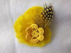 Odznaky/Brošne - svadobné pierko žlté (bal.) - 9509518_