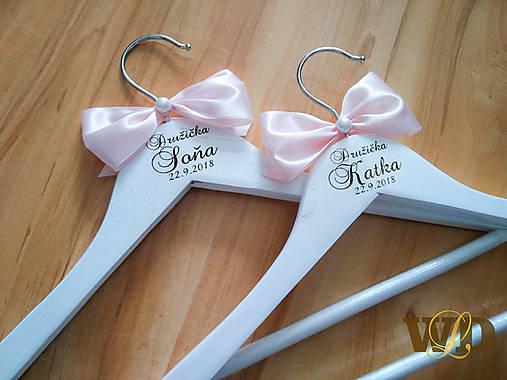 Svadobné vešiaky pre družičky