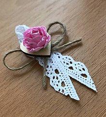 Pierka - Svadobné pierko s dreveným srdiečkom a kvetom - 9511396_