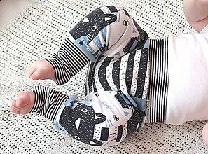 Detské oblečenie - tepláky z biobavlny Zvedavé mačiatka (modré) - 9510718_