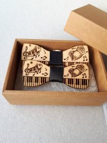 Doplnky - Drevený motýlik hudobný- harmonika - 9510008_