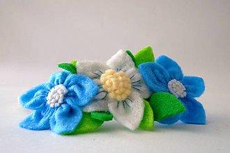 Detské doplnky - Kvetinová čelenka M (Biela+ modrá) - 9513106_