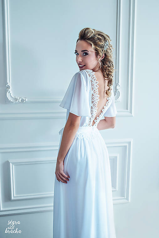 Svadobné šaty s holým chrbátom a volánovými rukávmi   Dyona - SAShE ... aba92c674d6