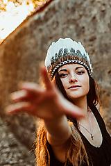 Ozdoby do vlasov - Festivalová bohémska čelenka z peria - 9512166_