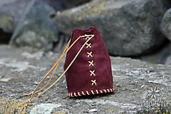 Peňaženky - Kožený mešec bordový (šitý béžovým remienkom) - 9518131_